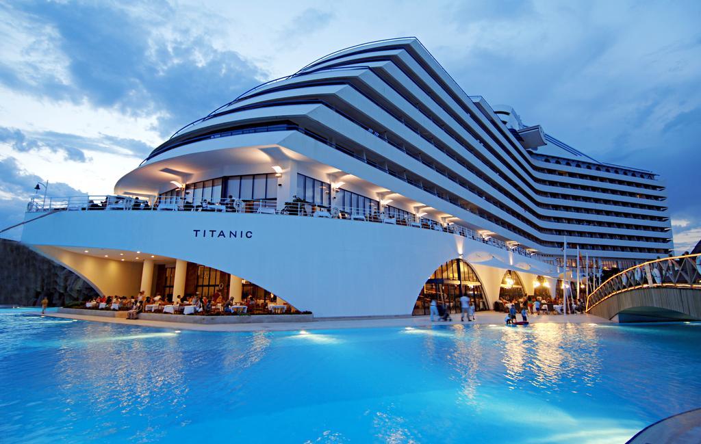 هتل Titanic Beach Lara آنتالیا