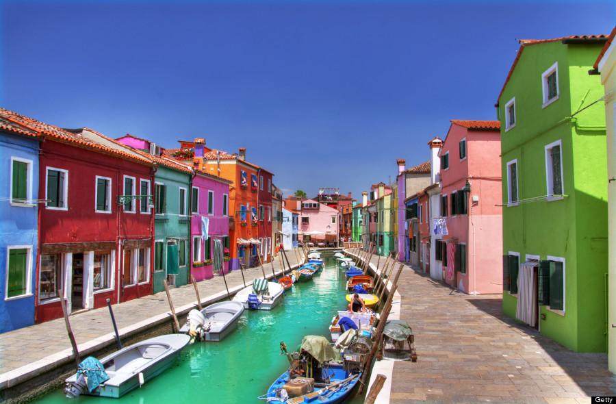 چرا شهرهای ساحلی رنگارنگ هستند؟