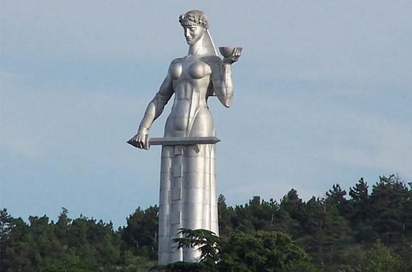 مجسمه مادر