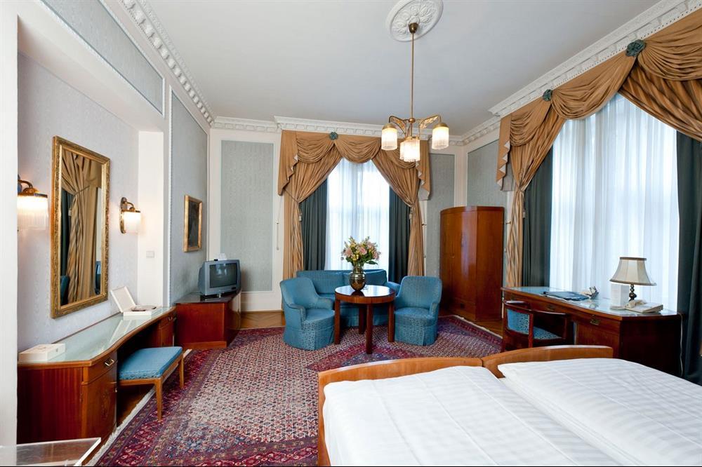 هتل رجینا اتریش