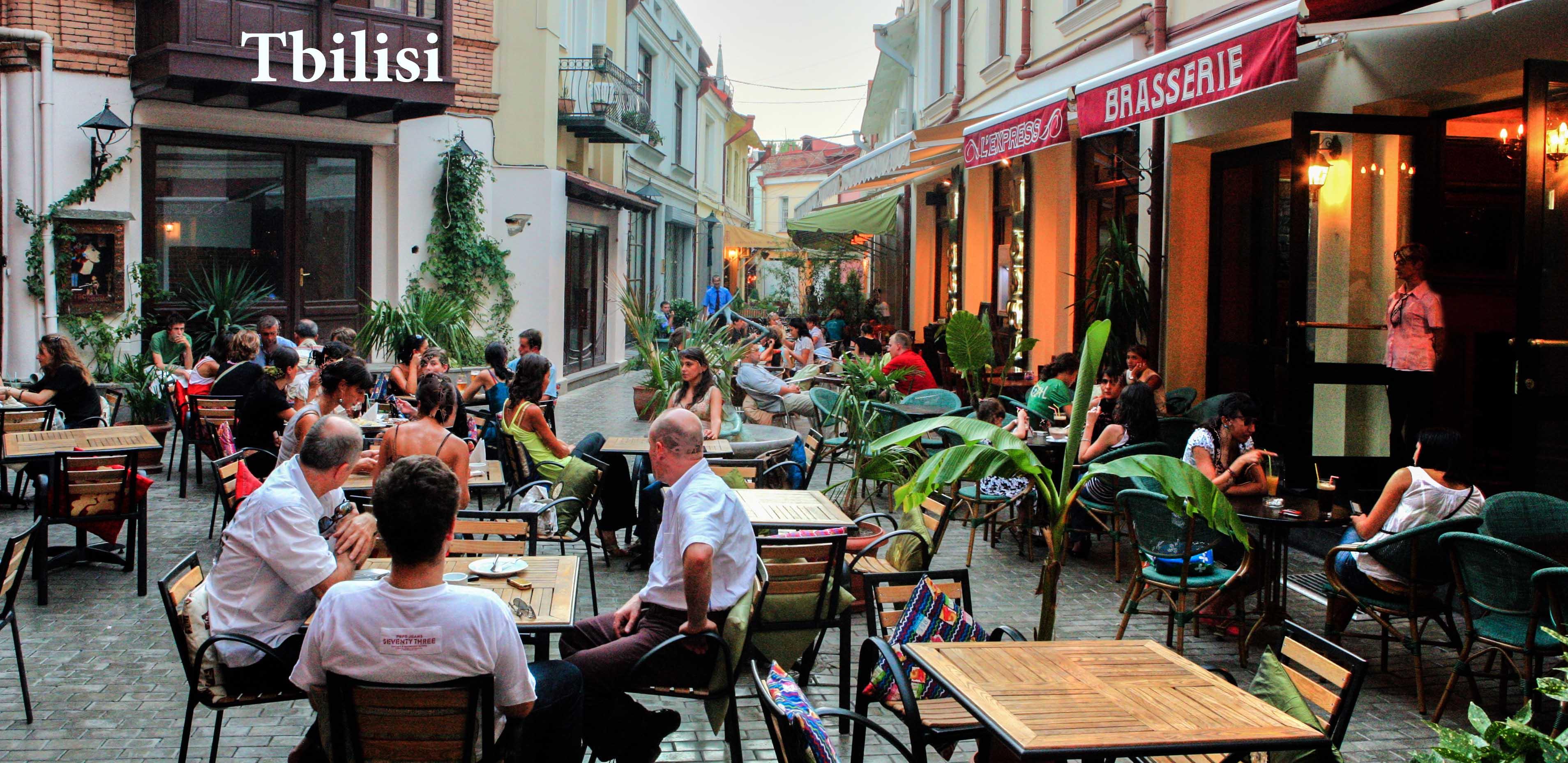 رستوران های خیابانی در خیابان پکینی گرجستان