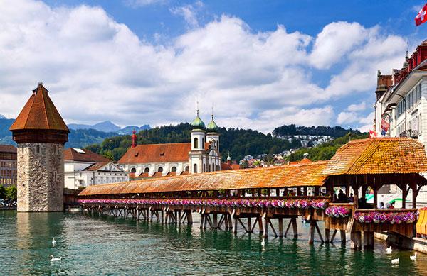 از زیباترین پل ها در کشور سوئیس پل چپل است