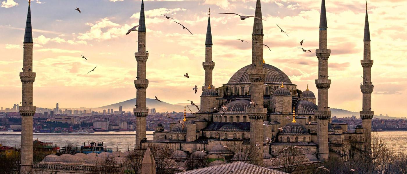 مسجد سلطان احمد در شهر توریستی استانبول