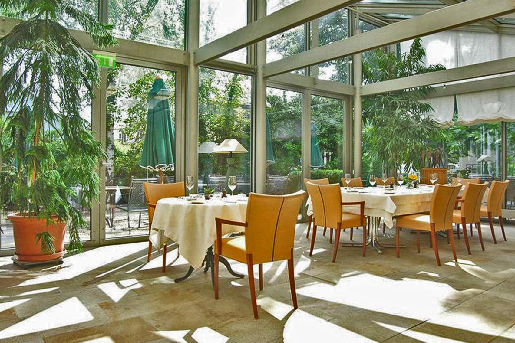 نمایی زیبا از رستوران هتل انجیمت سیتی گاردن